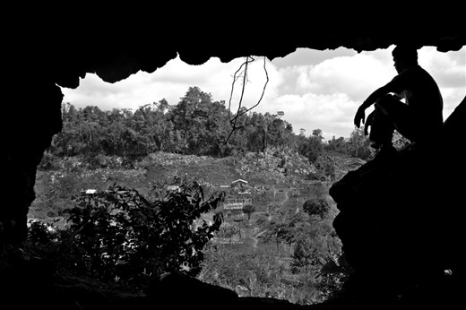 Being as their roofs consist mostly of dry leaves, every time it rains the families of Tuningo are forced to climb up a dangerous path to a cave in order to keep their children dry. In this picture, my partner and I climbed up to see for ourselves what it was like. It was a sunny day in Tuningo, the earth was dry, I almost fell down.