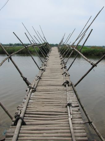 I love this bridge...i'm not sure i'd want to walk on it though