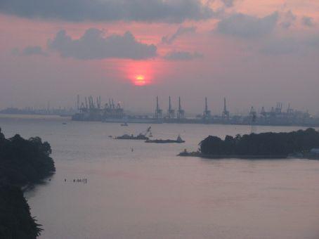 Ah the wonderful sunset created by smog
