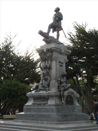 Statute in the main square, Plaza Munoz Gamero.  This monument commemorates the 400th anniversary of Magellan´s voyage.