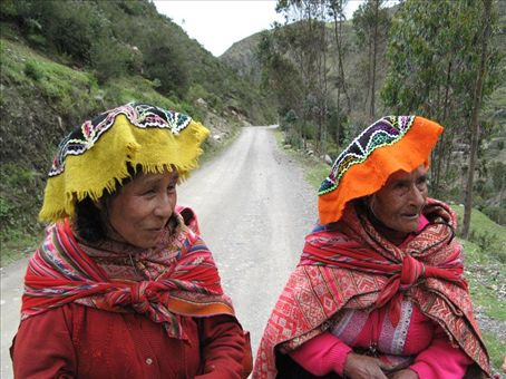 Lares has a big market every Monday.  These two ladies were traveling back from Lares after going to the market towards Kiswarni when we came across them.
