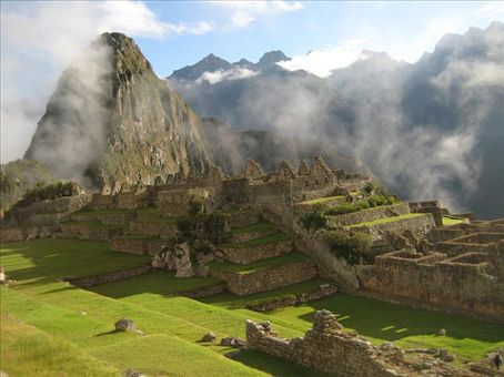 The peak of Huayna Picchu rising behind the site.
