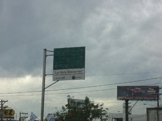 Excellent example of a highly-useful Central American street sign.