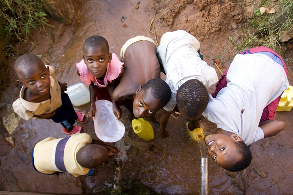 there is no water in the houses, children filling bottles of water, water pipe