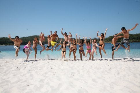 The Van-Tastic QLD crew hit the beach with some friends