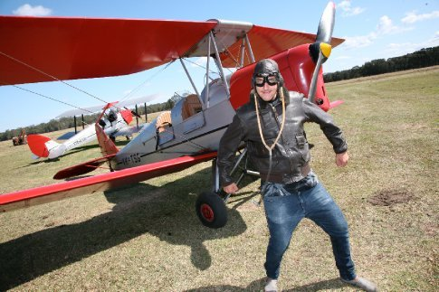 Some flying about in a Tiger Moth for the Van-Tastic QLD lads, Hamish & Adam