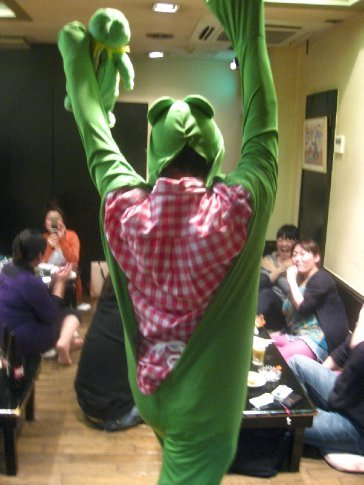 ... and when it was time to go, Mr. Kagaya came out in a frog-suit to bid us farewell.