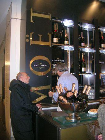 champagne bar in galleries lafayette - heaven :D