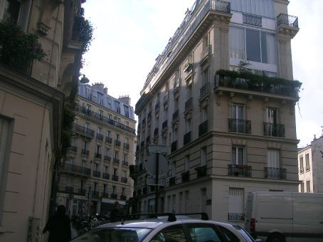 apartments in montmatre from 19th century
