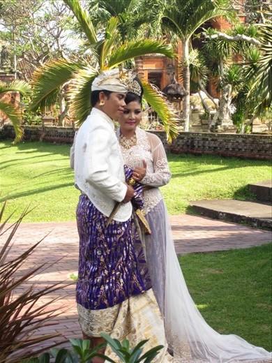 Hindu wedding engagement photos at Klung Kung