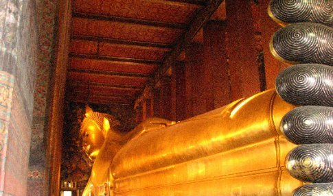 The reclining Buddha at Wat Pho (46m long x 15m high)