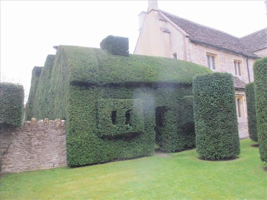 Collapsed west wing rebuilt in topiary, Westwood Manor
