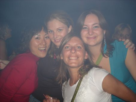 Vicky (one of my Korean co-workers), Nicole, Kristen and Abi