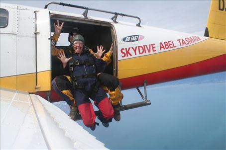 check me out, jumping out of a plane, woooheeeeee!!!