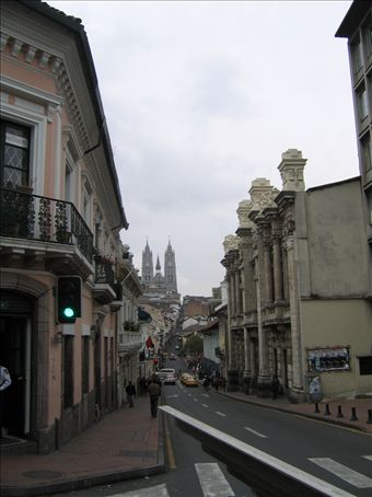 Typical Quito streetscape - although a Green light is a fairly rare thing here judging by the traffic around the city.