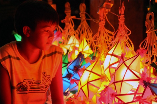 Christmas Lantern In The Eyes Of A Child - Christmas Lanterns ...