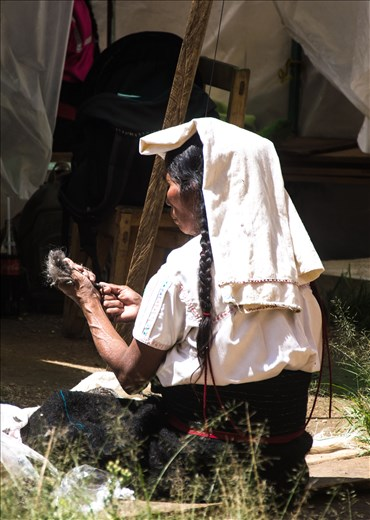 Indigenous woman working with wool in Chiapas.
