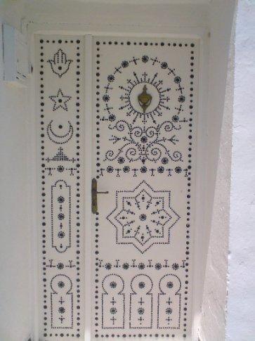 Tourists love Tunisian doors. (Hammamet)