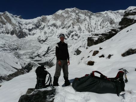 Some tourist in front of Annapurna I.