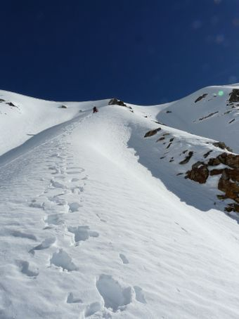 The steepest part of the acent: a 200m wall of ice and snow, starting with a nice crevasse.