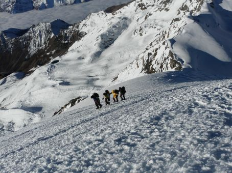 The french group. The ridge and the High Camp in the background.