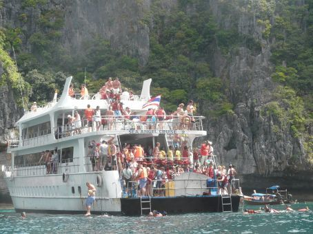 The reason why we went by kayak to Maya Bay on Phi Phi Ley...