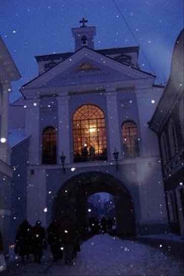 My camera froze with the cold in Vilnius. The light comes from a church that has an idol that is severly worshipped here, close to the old city gate.
