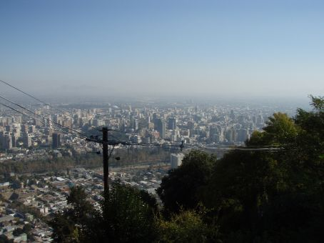 Santiago is HUGE. Expand this by 360 degrees and that´s what Santiago looks like from atop Cerro San Cristabal