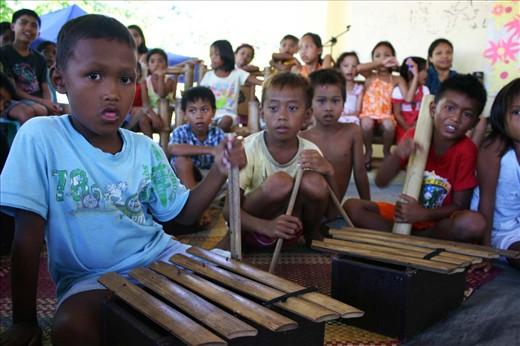 Kids learning the basics of Philippine indigenous instruments