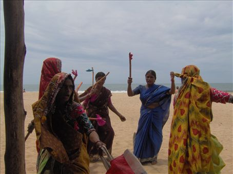 Some tribal women from maybe Karnataka (the neighbouring state) come to cash in on the festivities visiting the restaurants along the beach and singing & dancing.  It's lovely to watch, they dance in a circle and bash sticks together.