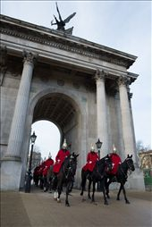The horse guard parade crossing the Wellington Arch. I chase this picture for 2 days, on the first I spotted it but I wasn't in a good position, the next day was chrismas then I wasn't sure if they would go there. So on 26 I went there made the composition and wait, wait, then I thought they would not come so I started to walk away when I saw them coming. I runed to my position and got this picture. I would try it again if I had one day more.: by barad-dur, Views[216]