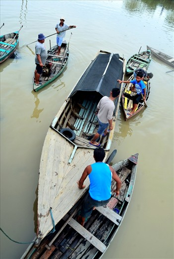 Batam except having motorized vehicle as transportation, still use old day boat to transport people from place to place, unlike Venice that use Gondola mostly for pleasure, boat here at Batam purely use for transportation