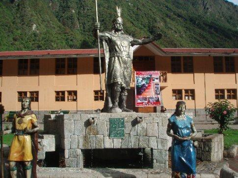 Inca statues in Aguas Calientes