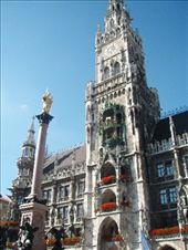 Glockenspiel, Rathaus and Mary Statue in Marienplatz: by bec-simon, Views[976]