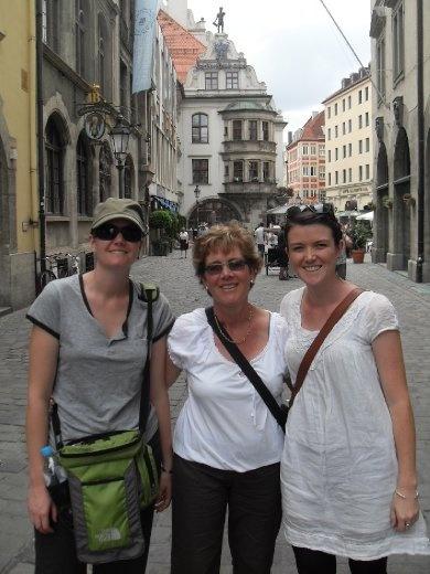 Sarah, Carol and Bec near the Hofbraeuhaus