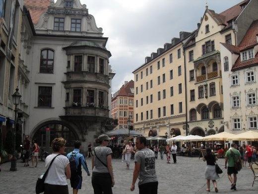 Walking to the Hofbraeuhaus