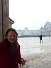 Enjoying the pooring rain outside the Louvre.: by bettedarling, Views[152]