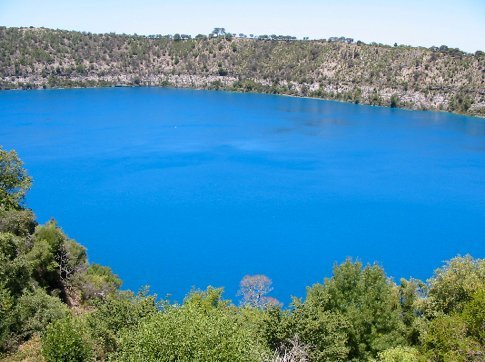 Mt_Gambiers_Blue_Lake_1.jpg