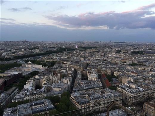 Paris -- Eiffel Tower -- evening towards Trocadero.01
