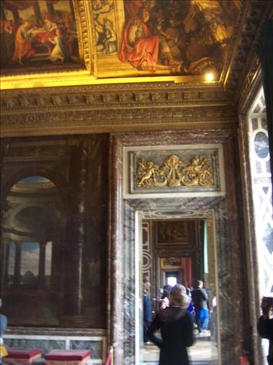 Versailles -- hallway/door opening