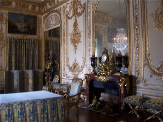 Versailles -- Louis XV -- reception area/office/work table.01