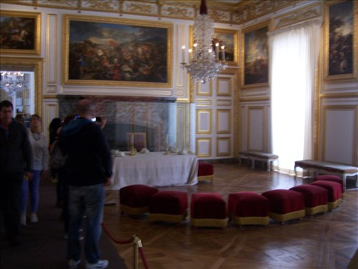 Versailles -- Louis XV -- dining room -- relatives, officials, watched him eat