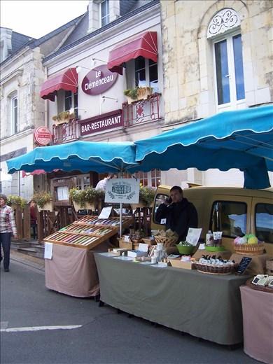 Coutures -- Brissac farmers' market.07