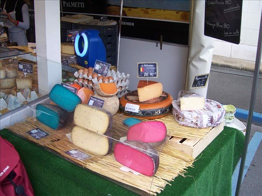 Coutures -- Brissac farmers' market -- regional cheese