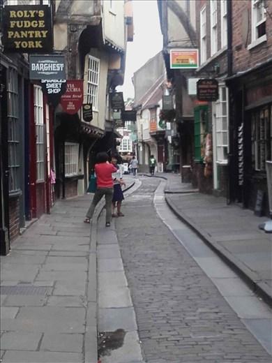 York -- Shambles -- overhanging buildings.01