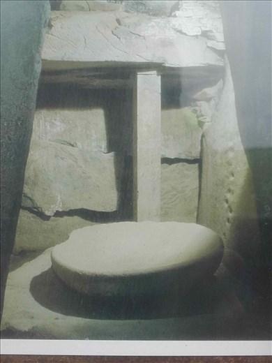 Ireland -- Bru Na Boine -- exterior carved stone -- (better than my photos).04