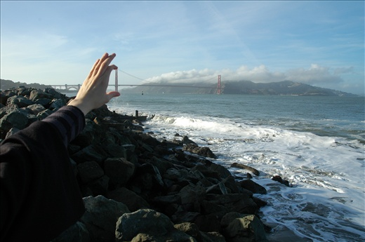 When small and Large change roles / Golden Gate Bridge tamed by my fingers