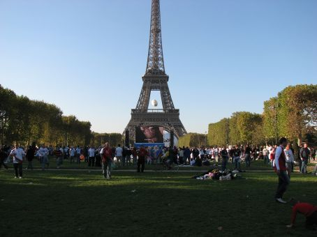 fans at Eiffel Tower