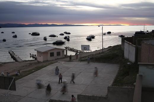 Cholas playing football at sunset - Copacabana