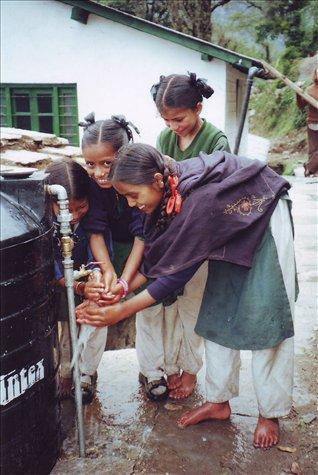 Dipika, Hema & Mamate enjoy the spoils of soap